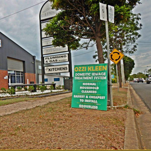 ozzi-kleen sign outside gainsite